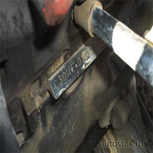 где находится номер двигателя опель